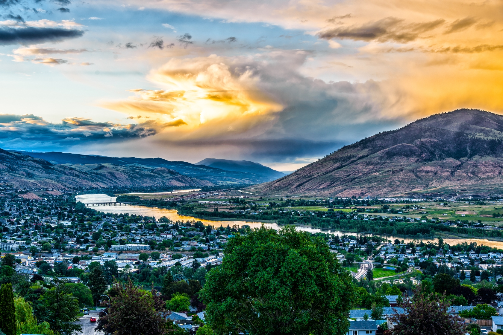 A panoramic picture of Kamloops